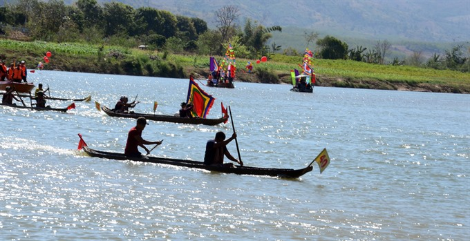Boat races celebrate Lunar New Year