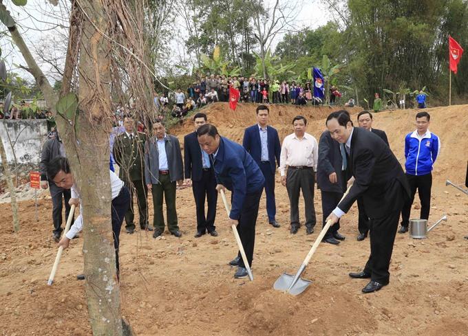 President Quang kicks off New Year tree planting festival