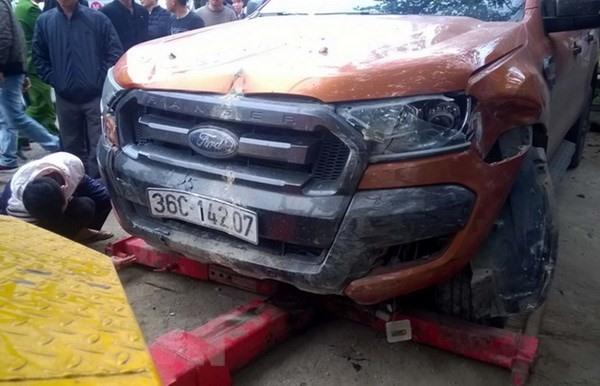 6 injured in pick-up truck collision with motorbikes