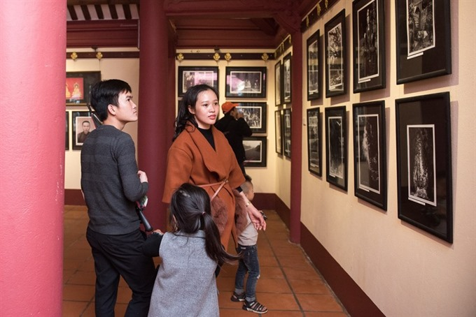 Photos of Hương Pagoda now and then