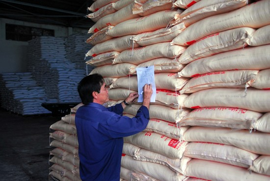 Sugar prices plunge on smuggling industry faces crisis