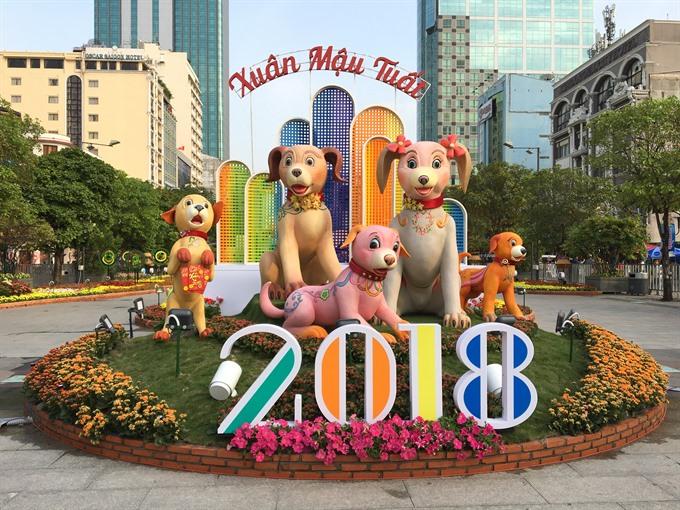 Nguyễn Huệ Flower Street proves popular