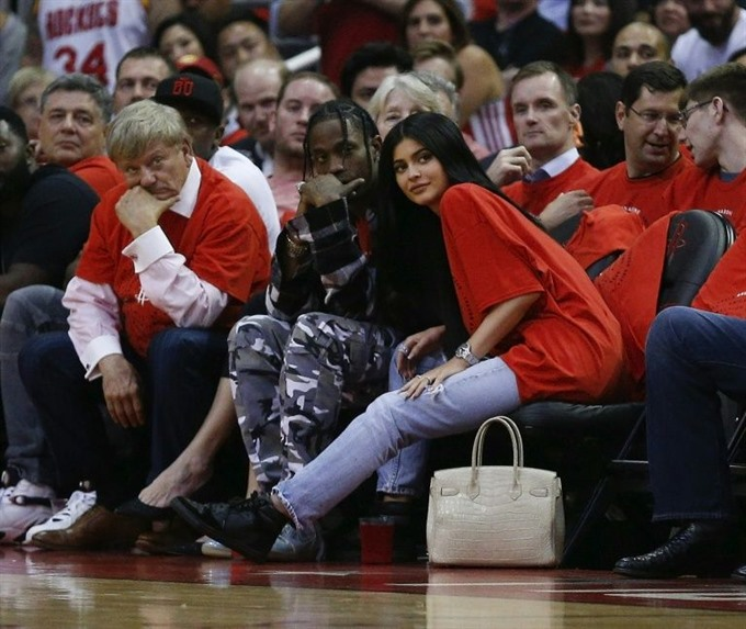 Kylie Jenner delivers a daughter