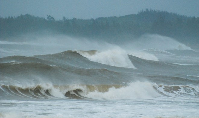 Bad weather cuts off Lý Sơn Island residents