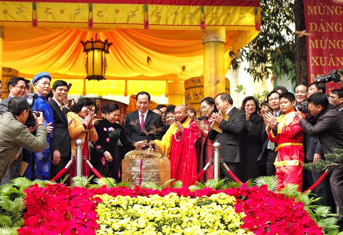 President praises overseas Vietnamese coming home for Tết