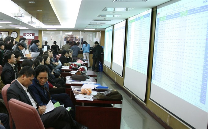 VN stocks fall on low confidence