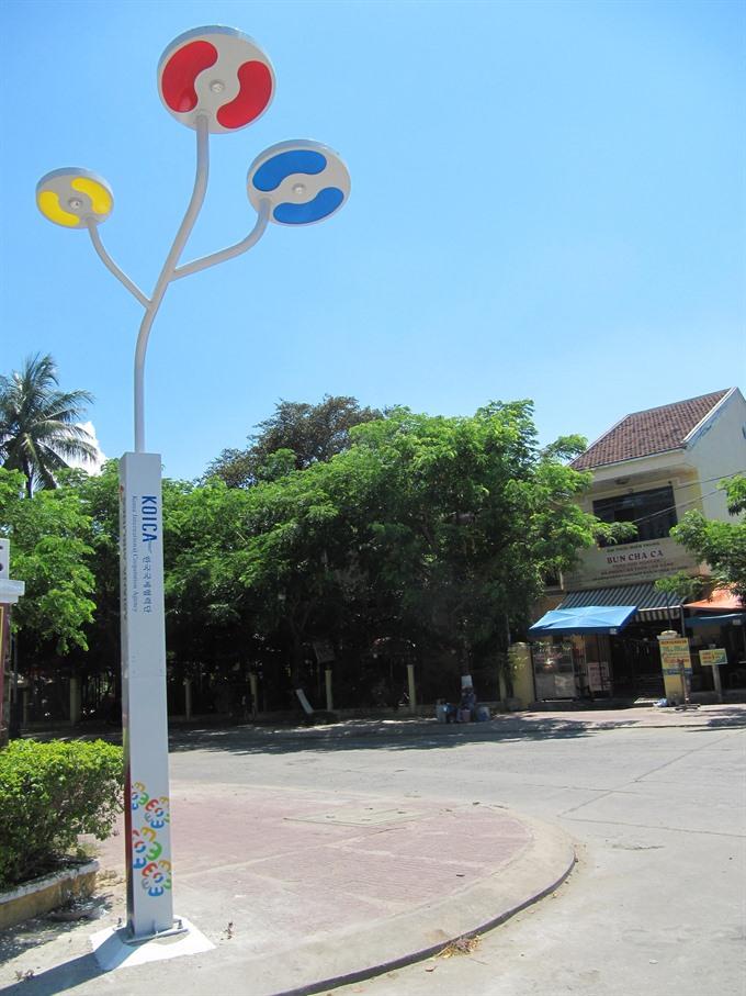 Solar power lights up Hội An Old Quarter