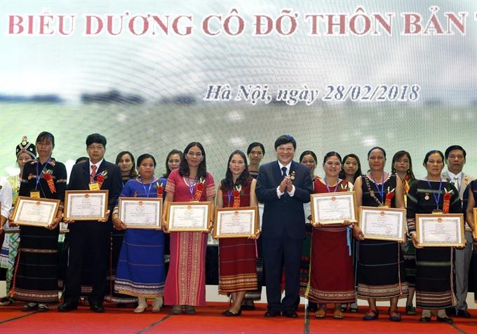 Kon Tum midwife changes minds saves lives