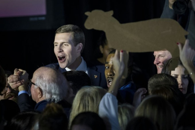 Democrats close in on shock election win as Trumps Republicans stagger