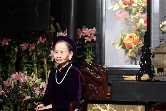 Veteran Huế singer passes away