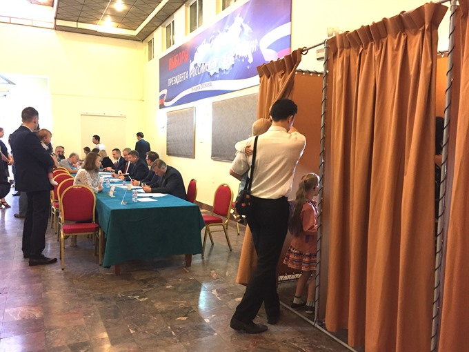 Russians vote across Việt Nam