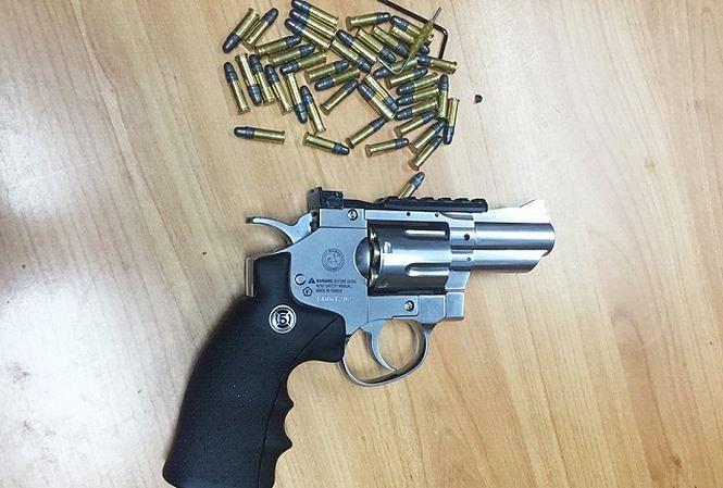 Airport security intercept US passenger with guns