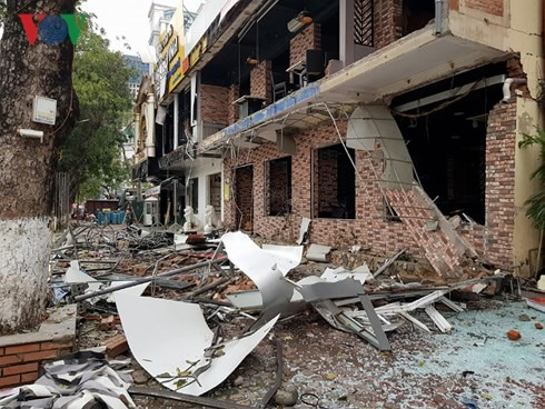Explosion damages restaurant no casualties reported