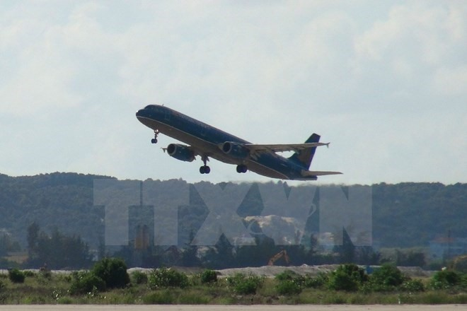 Passenger opens escape door flight delayed