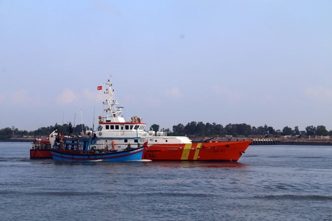 Three sailors rescued from sunken boat