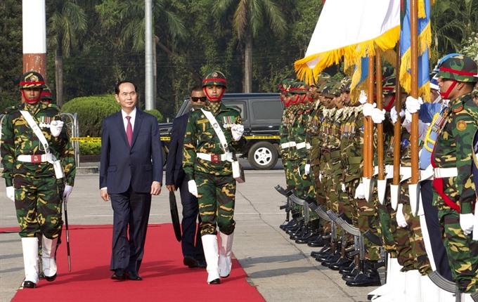 President arrives in Dhaka beginning State visit to Bangladesh