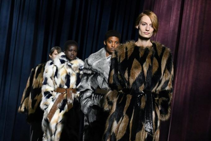Merkel hips become latest Paris fashion trend