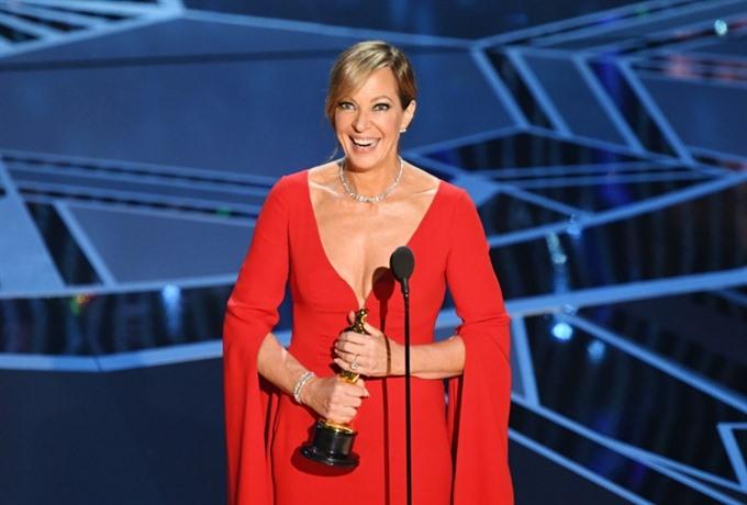 Allison Janney wins Oscar for figure skating biopic I Tonya