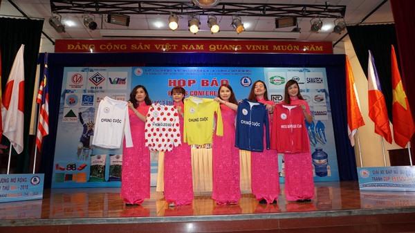Many foreign clubs at Bình Dương cycling tournament