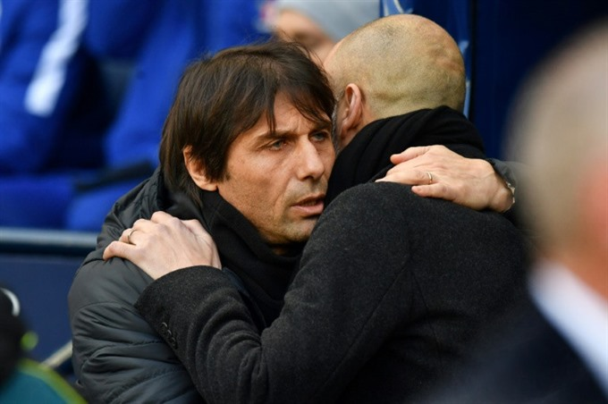 Conte not stupid enough to open up against Man City