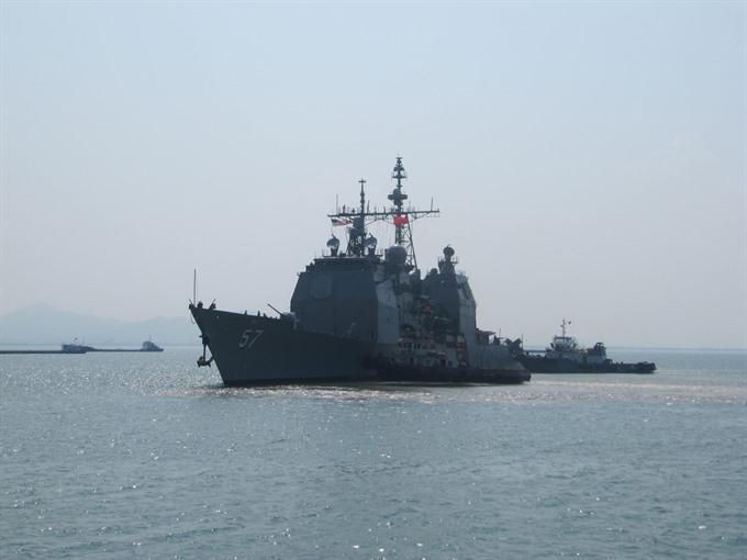 US naval vessels visit central Đà Nẵng City