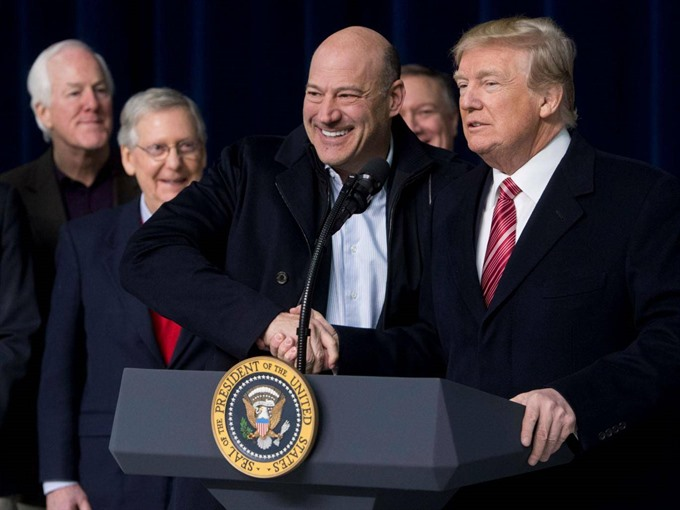 Trump steps up trade threats as Cohn resigns in protest