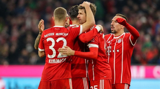 Bayern toil but overcome Sevilla to reach semi-finals