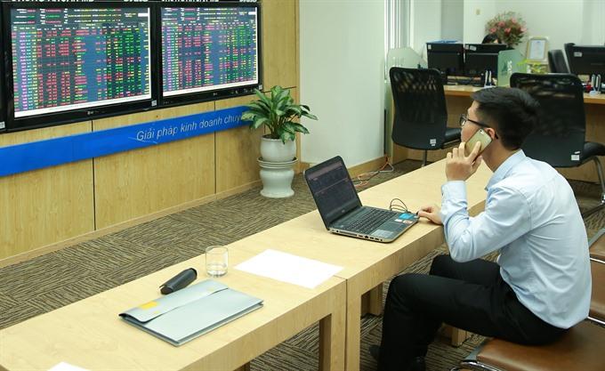 Stocks dip amid poor confidence