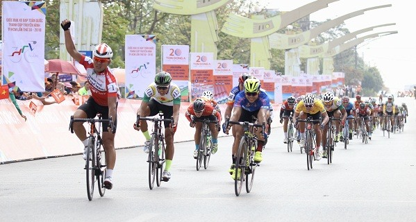 Brothers take the lead in fifth stage of HCM City cycling tournament