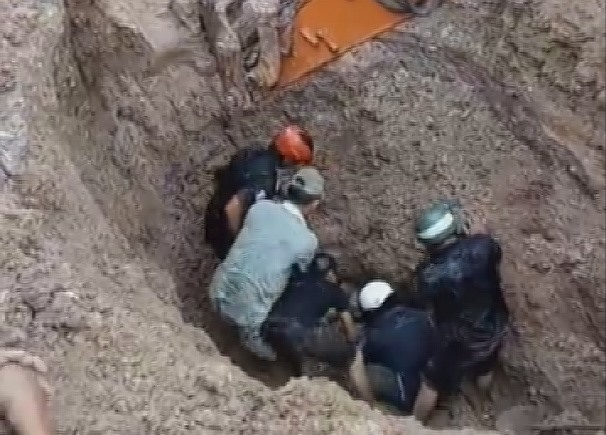 Couple rescued from landslide