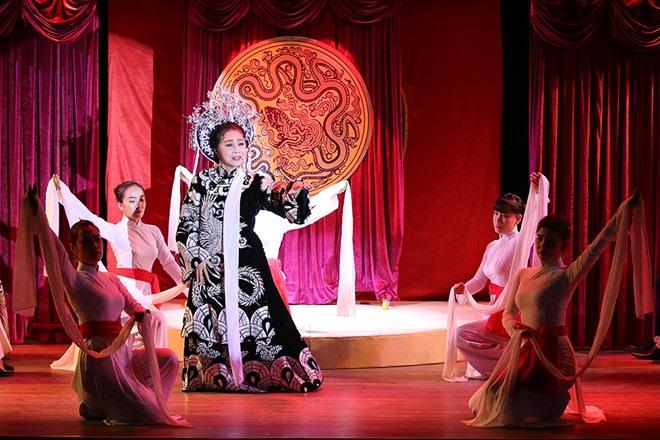 Youth learn about history through cải lương dramas