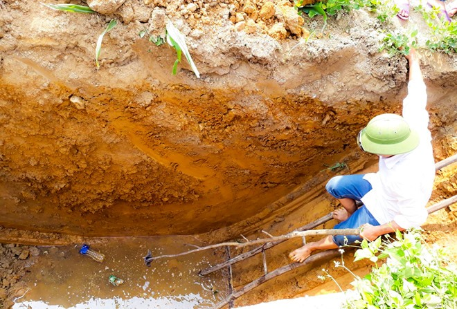 Leakage from oil tank suspected to contaminate wells