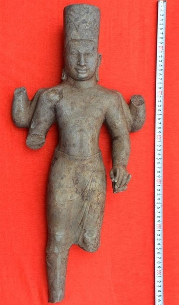 Resident finds Vishnu statue while cutting grass