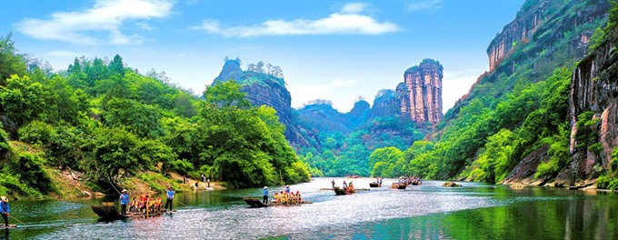 VN Chinese travel companies join hands to promote tourism
