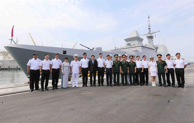 Singapore navy ship visits Đà Nẵng
