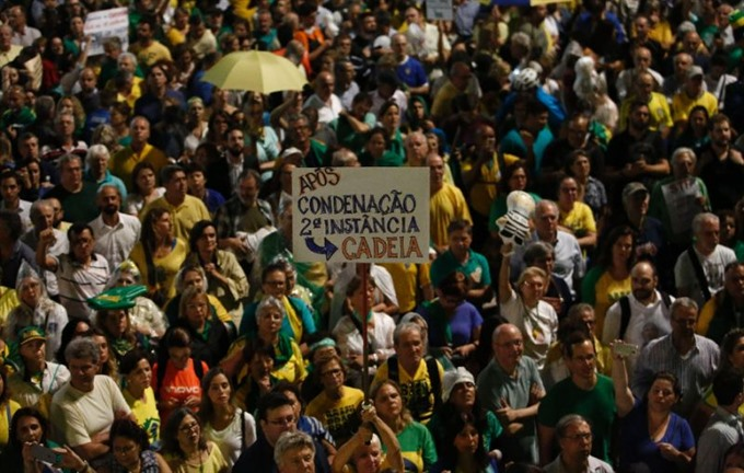 Thousands protest ahead of Brazil courts ruling on Lula prison
