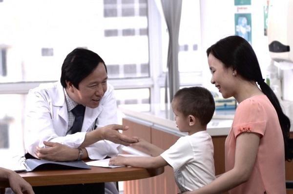 Vietnamese doctor awarded 2018 Nikkei Asia Prize