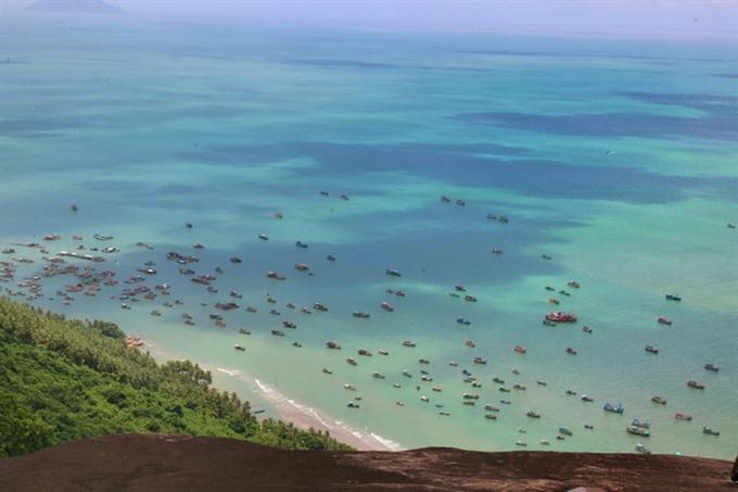 Explore serene Hòn Sơn island