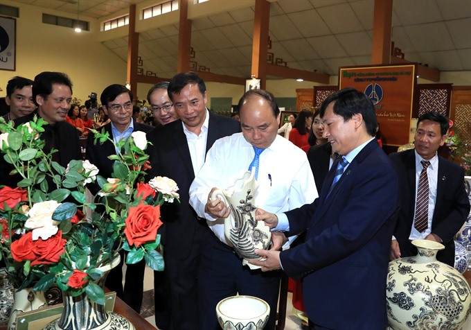 PM visit to Chu Đậu ceramic village: Extolling and promoting the golden hand artisans