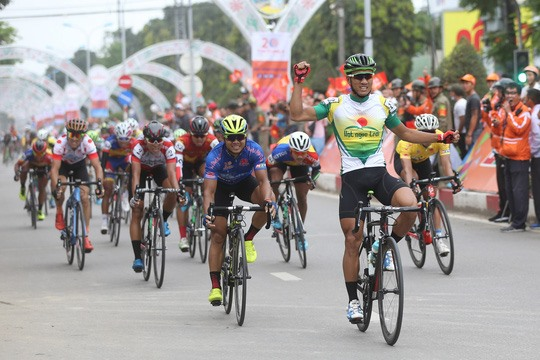 Tâm grabs second win in HCM City cycling tournament