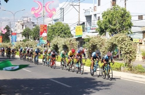 Kiệt takes cycling tours fifth stage
