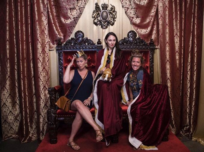 Washington pop-up bar channels royal wedding spirit