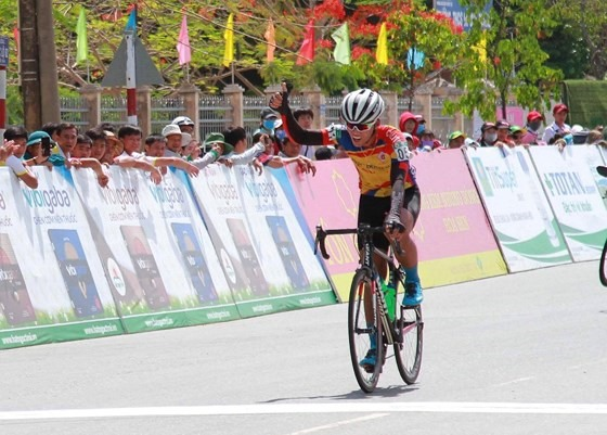 Nam wins stage secures yellow jersey