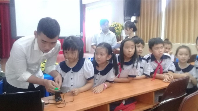 HCM City launches fingerprint scanning programme of students on school buses