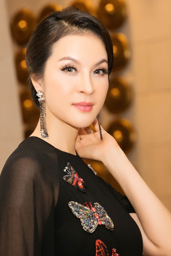 Businesswoman returns to the silver screen
