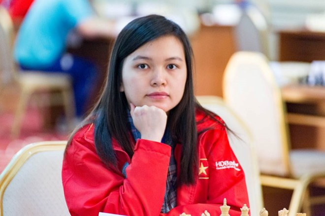 Hưng wins womens blitz category in chess open