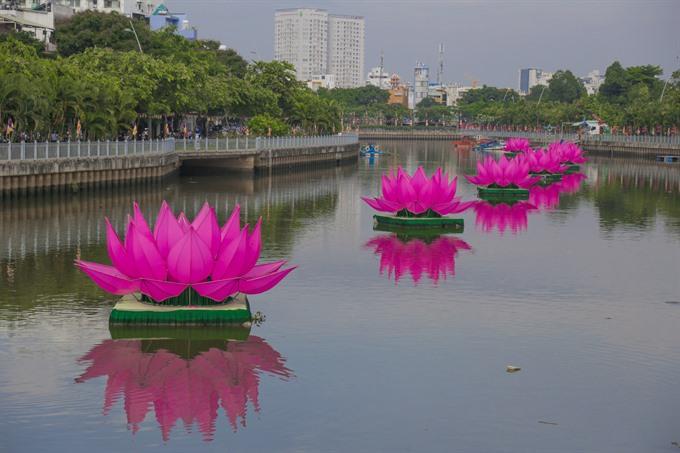 Celebrating Buddhas birth in HCM City