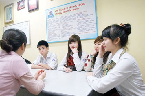 Education officials discuss school counselling