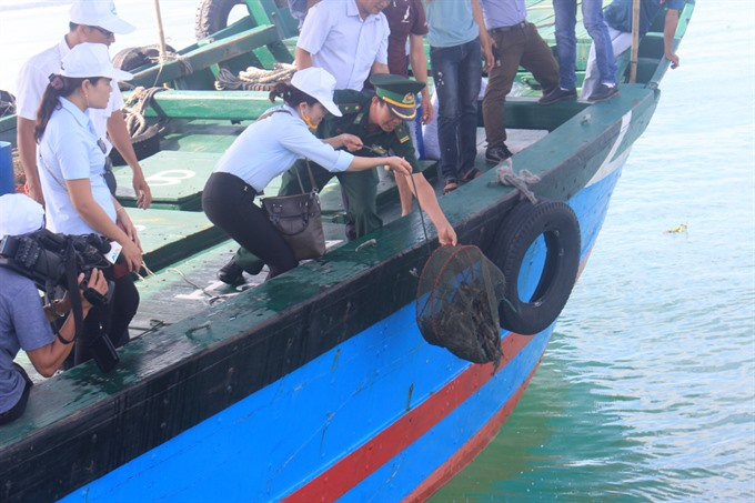 Thousands of prawns released in Thừa Thiên-Huế