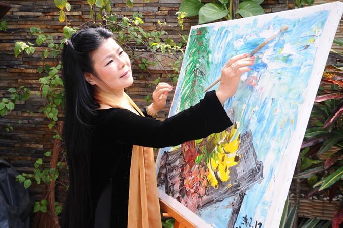 Áo dài inspired by Văn Dương Thànhs art to be displayed